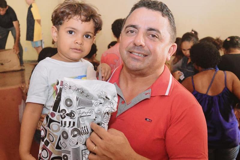 Prefeitura de Campo Maior entregou presentes à crianças carentes