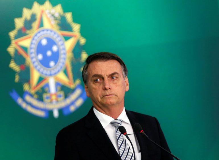 Bolsonaro assina decreto e salário mínimo vai a R$ 998