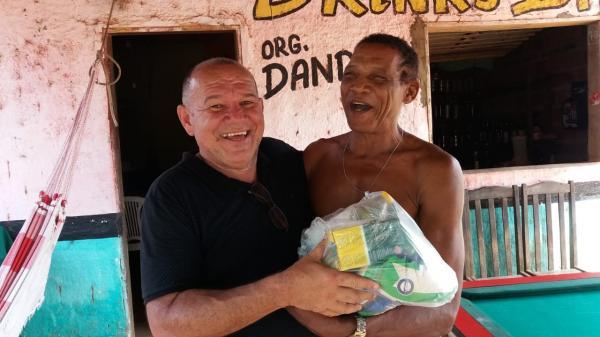 Empresário Trajano Paulo distribui cestas básicas em várias comunidades