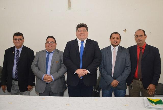 Mesa diretora toma posse na Câmara Municipal de Picos