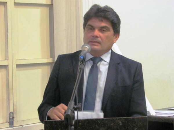 Presidente de Câmara do PI exonera todos os servidores comissionados