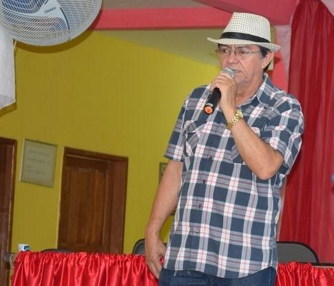 Prefeito Chico Pitu paga 14º salário aos servidores efetivos da educação