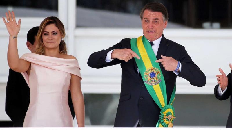 Bolsonaro escolhe 'Pátria Amada, Brasil' como slogan de governo