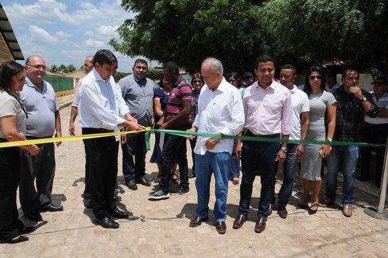 Governo inaugura obra de pavimentação em São Miguel do Fidalgo