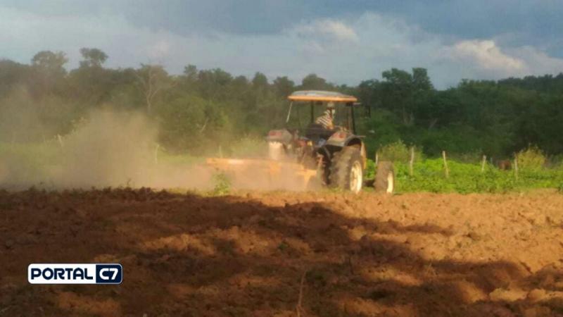 Prefeitura realiza aração de terras em comunidades rurais de Amarante