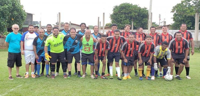 Prefeito Diego Teixeira participa de jogo no Society Clube