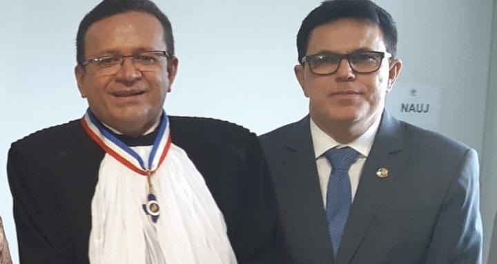Zé Santana participa da posse do novo presidente do TJ-PI