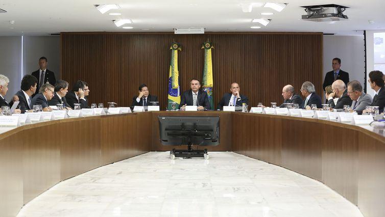 Bolsonaro faz nesta terça-feira a segunda reunião ministerial