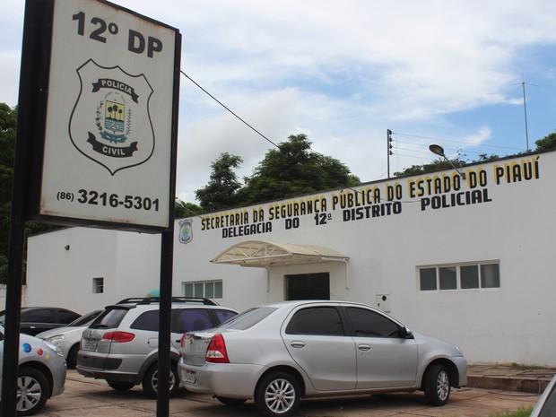 Casal é preso tentando comprar piscinas com documento falso em Teresina