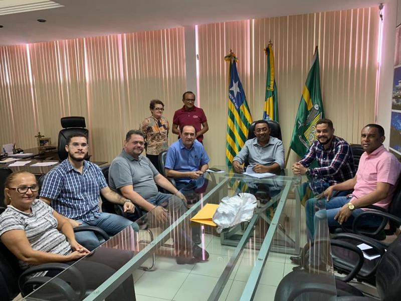 Prefeito Joel sanciona lei que beneficia Servidores Públicos Municipais