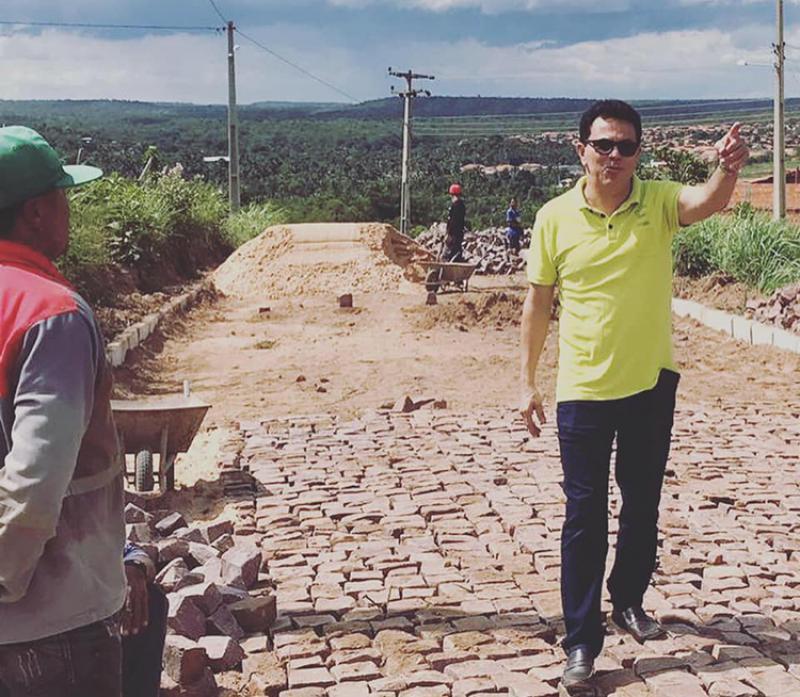 Deputado Santana visita obras de calçamento na cidade de Uruçuí