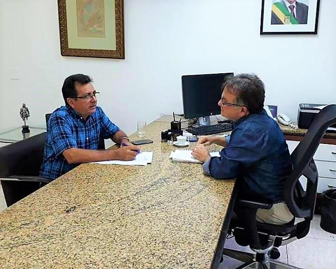 Prefeito de Joaquim Pires tem audiência com secretário de governo do Estado