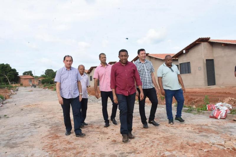 Prefeito Joel Rodrigues visita obras de conjunto habitacional Riacho Fundo