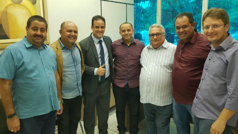 Prefeito Diego Teixeira participa da posse do novo presidente da APPM