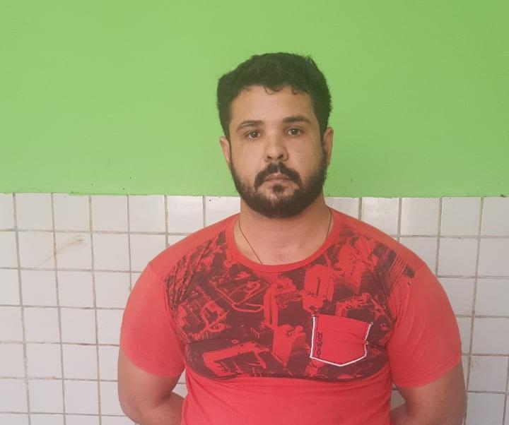 Acusado de matar jovem a tiros na porta de casa é preso