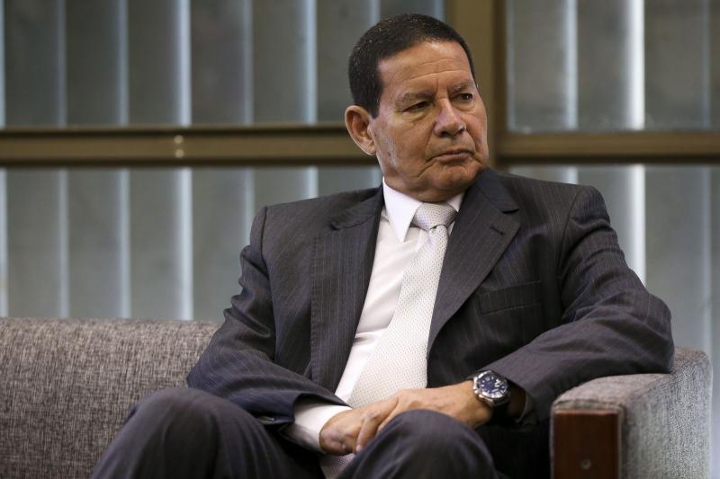 Militares:Canetada de Bolsonaro pode resolver a questão