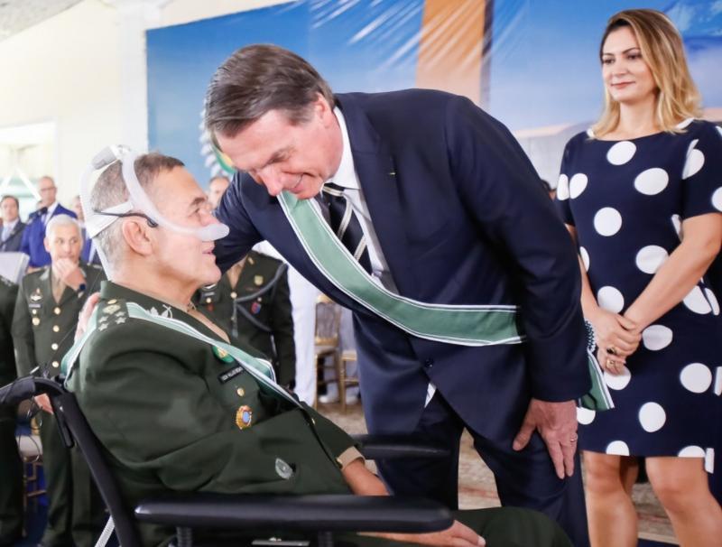 Após deixar comando do Exército, Villas Boas vai assessorar Augusto Heleno