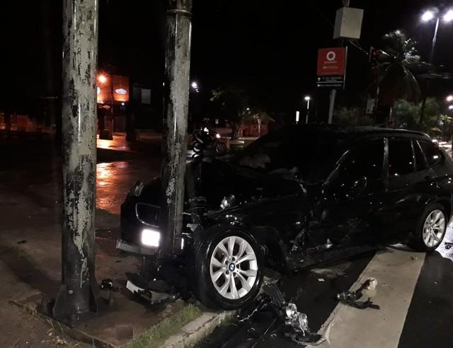 Cantor sofre acidente de carro na região central de Recife