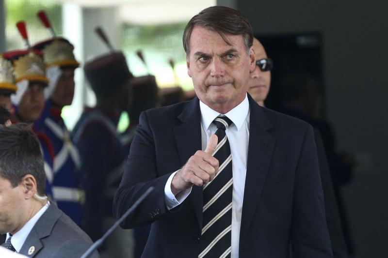 Presidente Bolsonaro faz terceira reunião ministerial em duas semanas