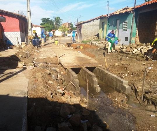 Drenagem que acaba com lama podre no Cariri deixa moradores satisfeitos