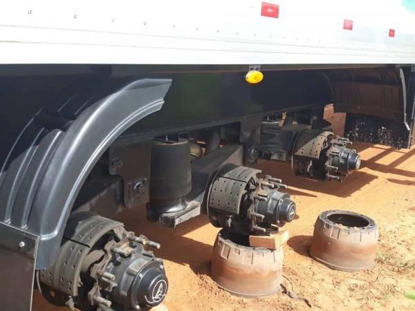 Caminhoneiro é sequestrado e bandidos levam 18 pneus de carreta