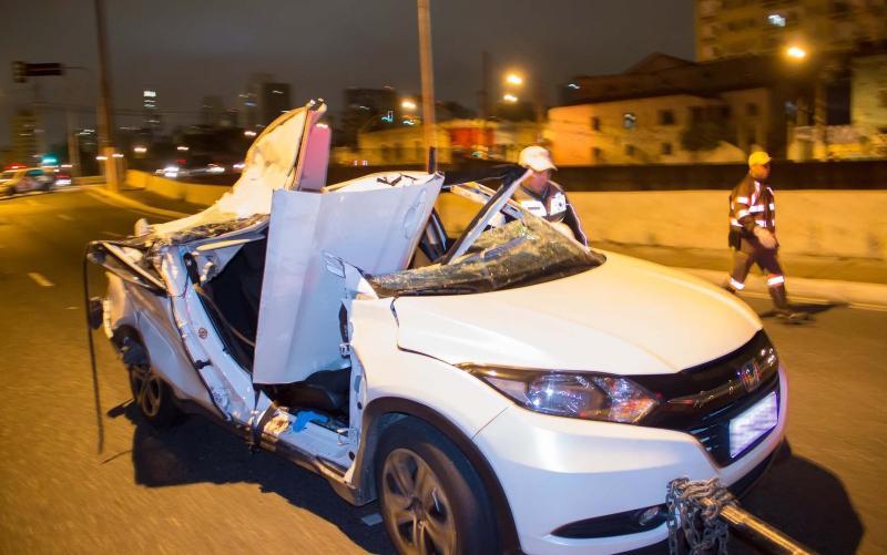 Juíza morre após ser atingida por pedaço de concreto que caiu de viaduto