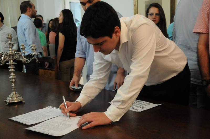 40 médicos tomam posse para atuarem na capital e interior do Piauí