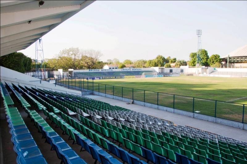 Estádio Lindolfo Monteiro reabre neste domingo