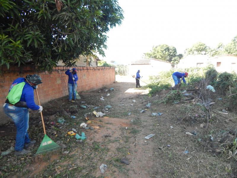 Prefeitura intensifica ação de limpeza em todos os bairros e ruas da cidade