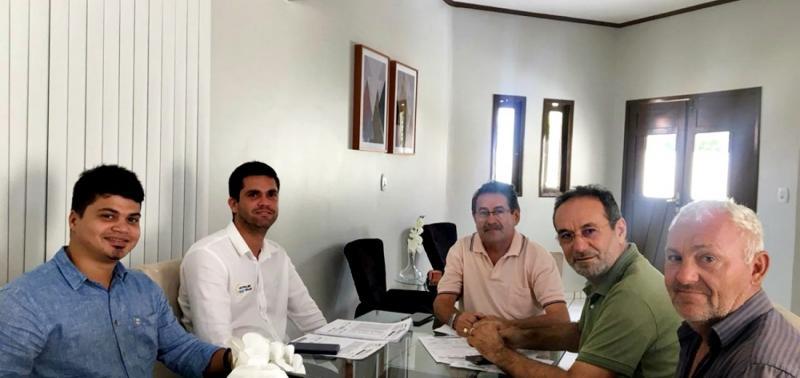 Prefeito projeta geração de energia solar para órgãos públicos