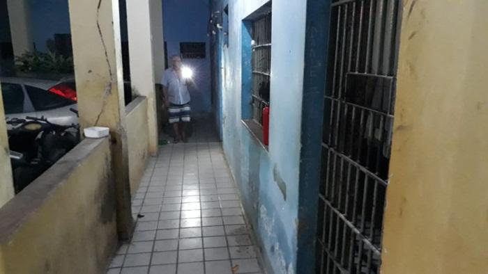 Presos abrem cadeado de cela e fogem de delegacia em Esperantina