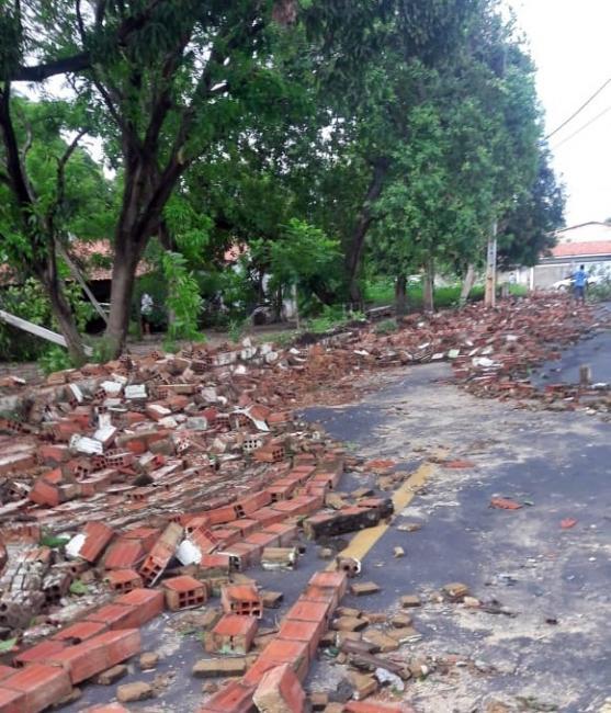 Temporal deixa estragos em Teresina e previsão é de mais chuva