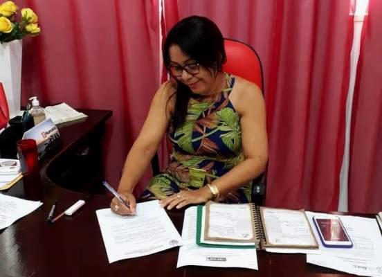Prefeita Doquinha encaminha projeto que regulariza piso dos professores
