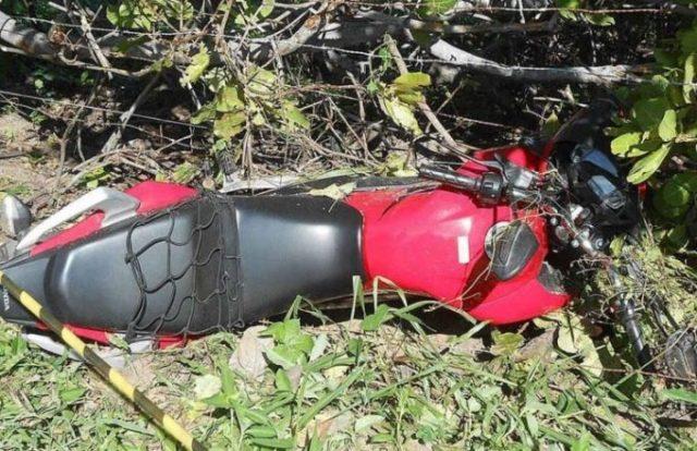 Casal realiza assaltos, sofre acidente durante fuga e um morre