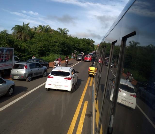 BR-343 é bloqueada em protesto contra aumento de passagem