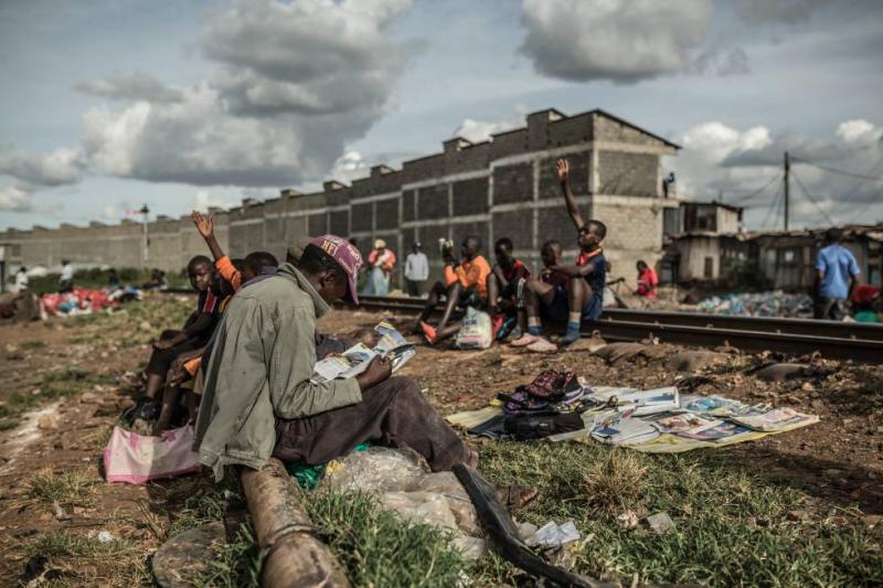 Fortunas de bilionários cresceram 12% e extrema pobreza piorou