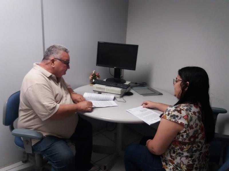 Dr. Alcione assina convênios para quadra de esporte e patrulha mecanizada