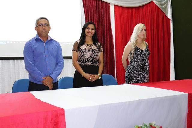 Colégio Universal através Universidade Brasil realiza cerimônia do Jaleco