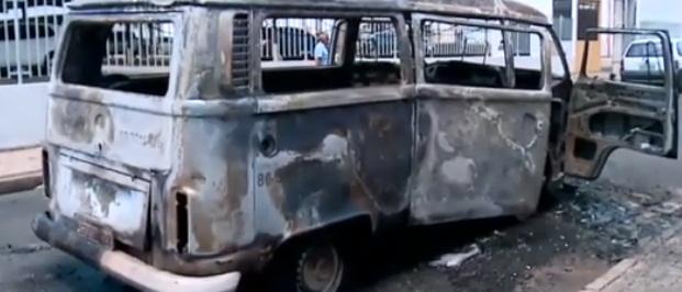 Veículo do Hospital de Terapia Intensiva pega fogo em Teresina