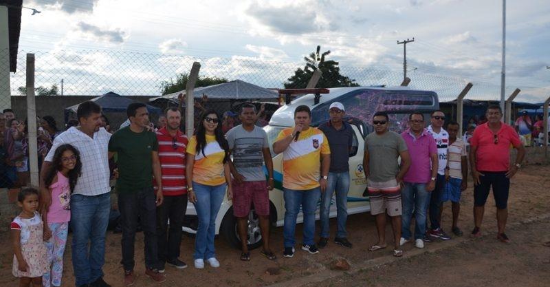 Prefeito entregou nova ambulância e abre Campeonato de Futebol