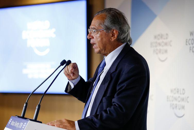 Em Davos, Guedes compromete-se a zerar déficit orçamentário este ano