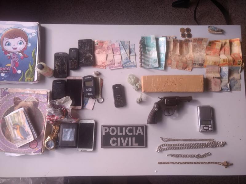 Polícia apreende drogas e prende dupla durante operação