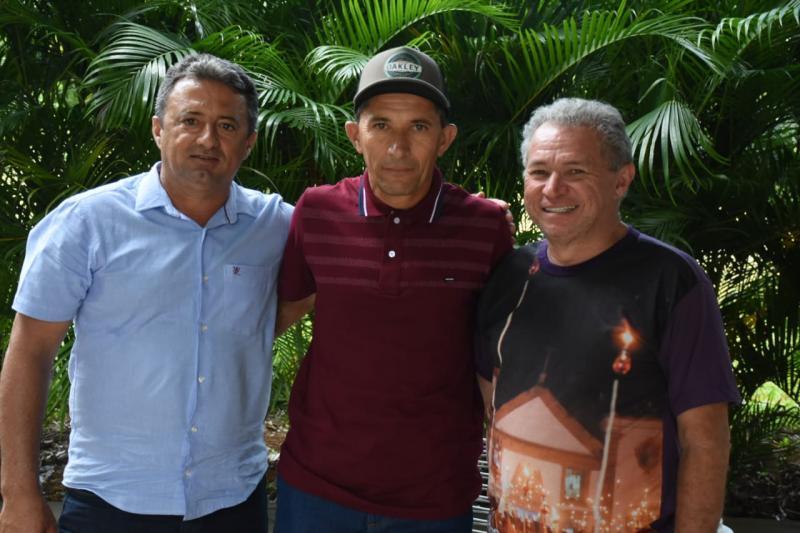 Neto e Vereador Zé Luiz tratam de projetos com Deputado Assis Carvalho