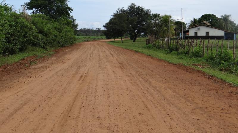 Prefeitura de São Pedro restaura estradas na zona rural
