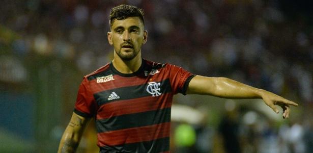 Cruzeiro tem parte da venda de Arrascaeta bloqueada