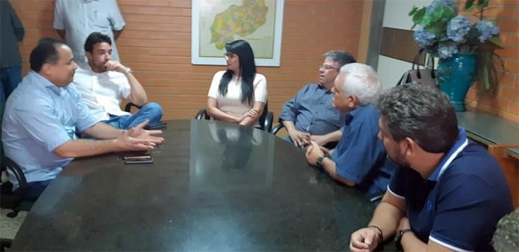Grupo de oposição oficializa apoio à reeleição de Themístocles