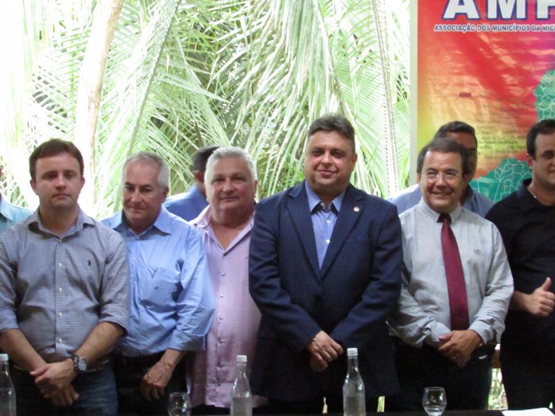 Prefeito Dr. Alcione participa da posse da nova diretoria da AMPAR