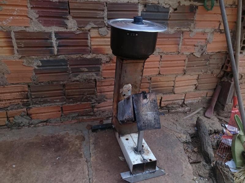 Preço do botijão de gás faz população cozinhar com carvão em cidade do Piauí