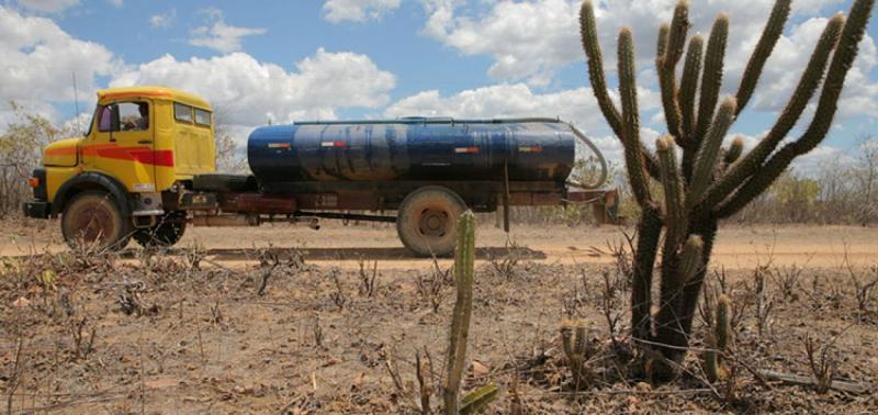 Estado vai contar com o apoio federal para assegurar o acesso à água com caminhões-pipa em 48 cidades. Foto: Reprodução