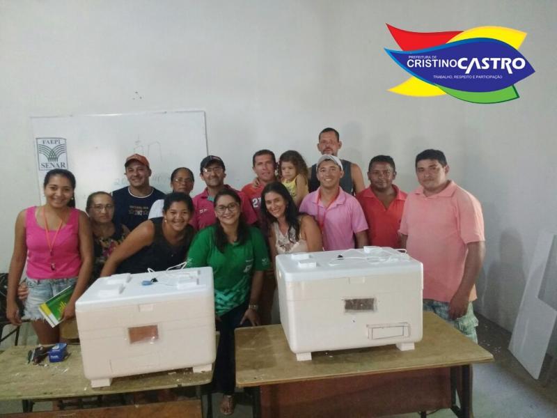 Secretarias de Agricultura e Assistência Social, realizaram curso de Manejo de Galinha Caipira